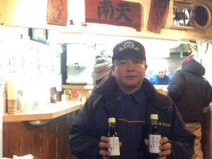 歳末警戒の後に、椎名町駅前の立ち食いそば・うどんの南天に行き、毎年恒例の、南天の社長に頼んであったつゆを取に行きました。