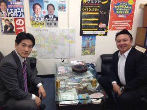 東京豊島安全・安心プロジェクト代表の古坊さんに事務所にお立ち寄り頂きました。 東京豊島安全・安心プロジェクトの活動の一環として、つい昨日も地域のごみ拾い活動を実施したばかりです。 古坊さんには、同じ「子宮頸がんワクチンの定期接種の積極的推奨に反対」の立場として、専門的知識やワクチン接種と副反応に関する客観的な情報など、勉強させていただきました。 ありがとうございます。