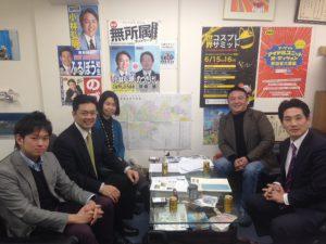 日本薬物対策協会の馬崎さん、小倉さん、一般社団法人東京豊島安全・安心プロジェクトの古坊知生代表理事にお越しいただき、脱法ハーブ店の現状について情報交換をさせて頂きました。